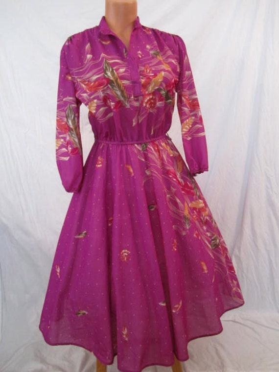 FABULOUS FEATHER PRINT vibrant vintage dress - disco glam - full skirt - sz s m