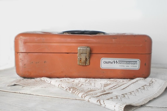 OLD PAL Fishing Tackle Box - Metal with compartments for storage