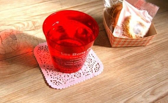120 Pink square shaped paper doily set