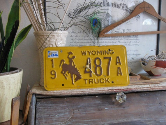 Vintage Wyoming License plate clock