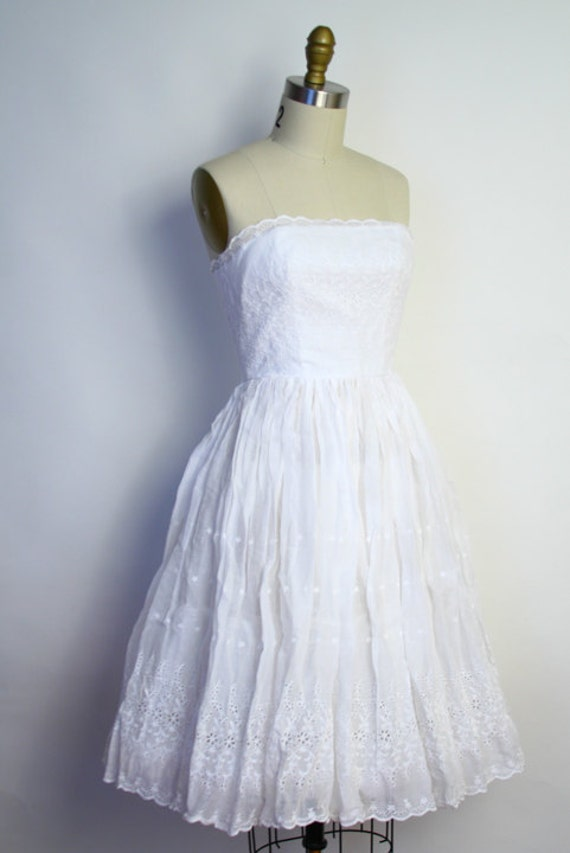Vintage 50s Wedding Dress White Eyelet Embroidered Strapless Party Dress