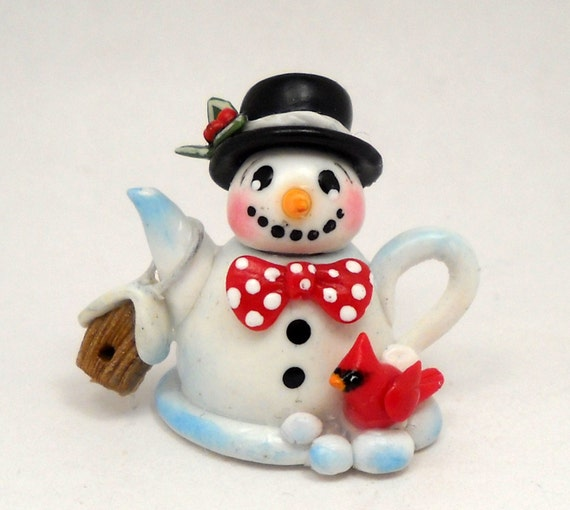 CDHM Artisan Loredana Tonetti of Lory's Tiny Creations, Christmas Snowman Teapot in 1:12 scale with cardinal and birdhouse