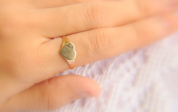 SALE //// vintage 1980s / 9k gold heart signet ring // LOVE ME