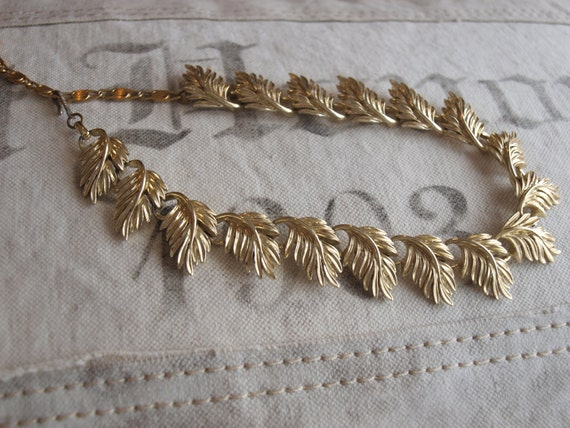 unsigned vintage costume NECKLACE with LEAF MOTIF