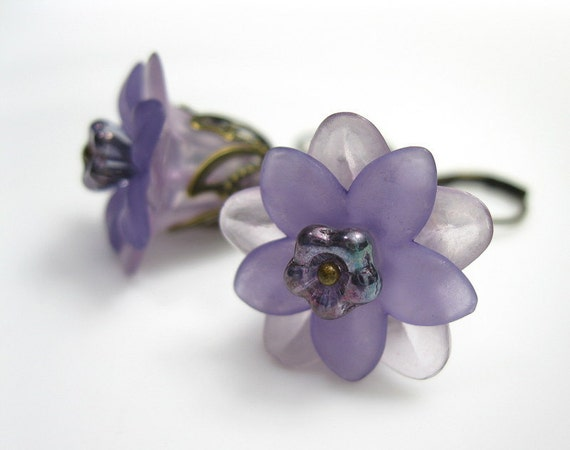 Flower Earrings, Lilac, Lucite, Swarovski, Vintage Style Jewelry