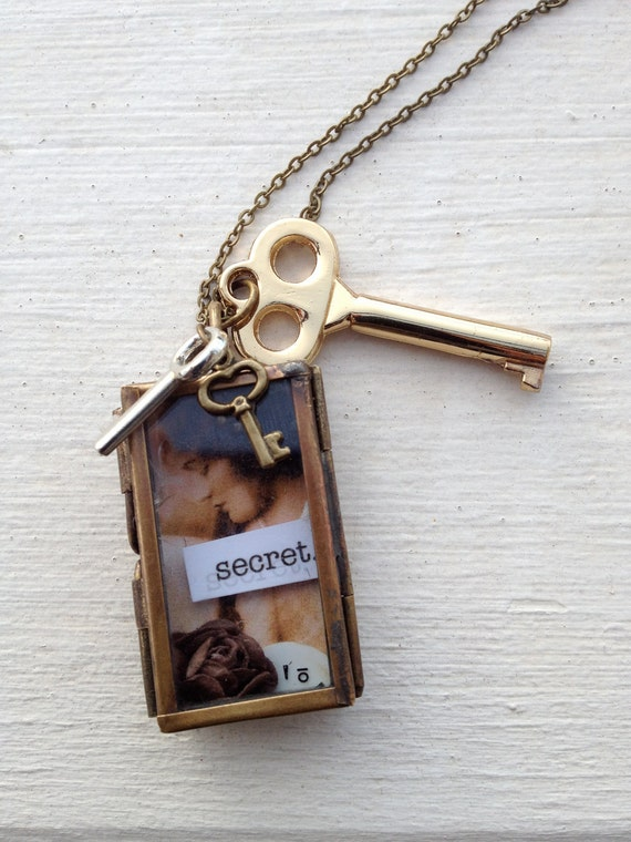 "Shrine Box Necklace: ""Secret"""