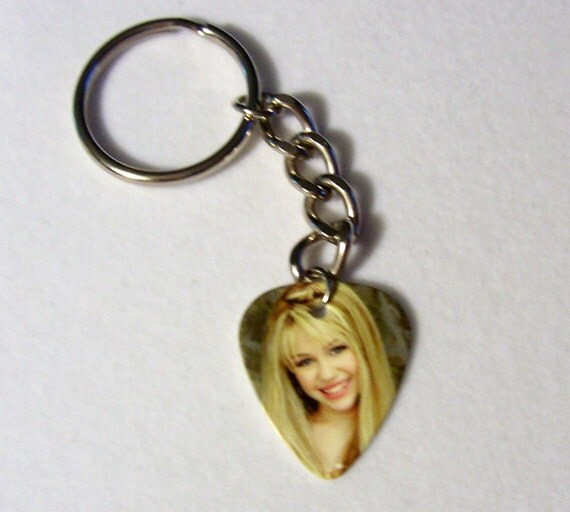 MILEY CYRUS Hannah Montana - Sexy Cute Guitar Pick on Silver Keychain