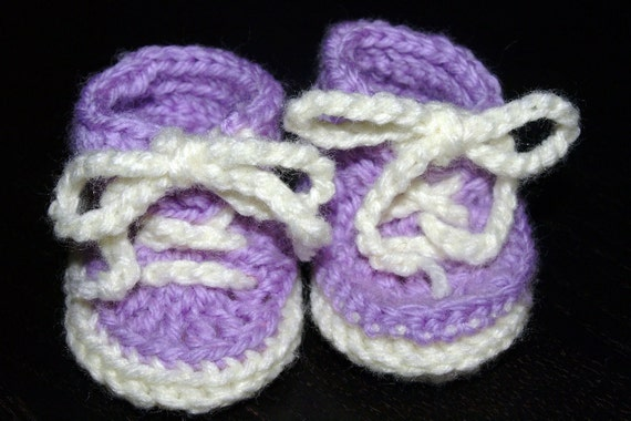 sneaker style crochet baby booties in purple