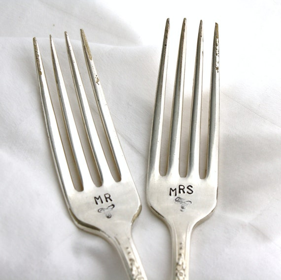 Mr and Mrs hand stamped wedding forks. Handstamped forks for wedding gift, engagement gift or wedding cake.