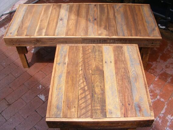 """A LA VENTA. Rústico Fin de madera reciclada de Mesa lateral Mesa 23 """"x23"""" x17 """"de alto. Uso al aire libre o bajo techo"""