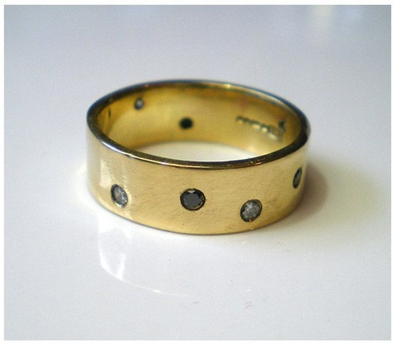 Night and Day wedding ring 18 Karat yellow gold band by kalicat from etsy