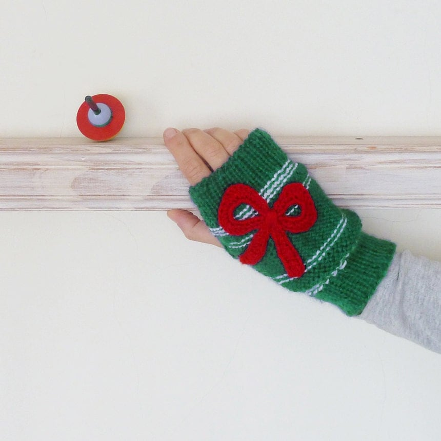 knitting pattern: Seeta fingerless gloves — whip up
